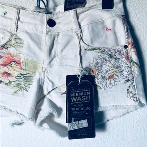 Zara White floral Denim shorts nwt sz 34 Us 2